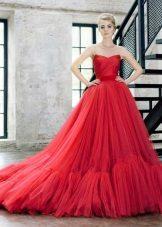Червена пухкава лятна рокля