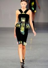 Лятна рокля с баски ремъци