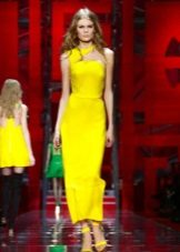 Ljus gul klänning