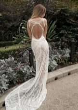 Vestido de verão de casamento com as costas abertas