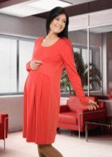Есенна рокля за бременни жени с ръкави