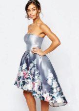 Bandeau השמלה עם חצאית אסימטרית באורך בינוני