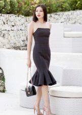 Stroppløs kjole med frillkjørt