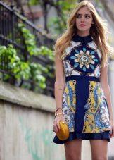 Rochie de eșarfe scurt cu un guler