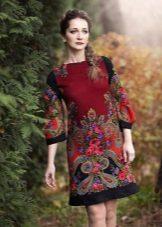 Rochie de la Pavloposadsky șaluri roșii cu o imprimare