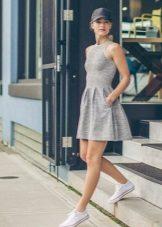 Sneakers for kjole-skjorte