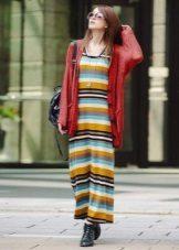 Lang farge stripet t-skjorte kjole