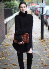 Taška a dlouhé boty na šaty