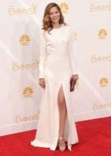 Vestido longo branco com uma fenda para corporativo