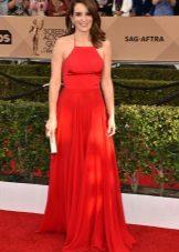 Rochie rosie lungă cu curele și fustă de soare