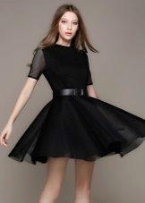 Rochie neagră cu fustă la soare
