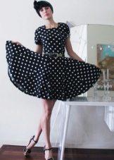Rochie cu o fusta de soare, cu un mânecă mică