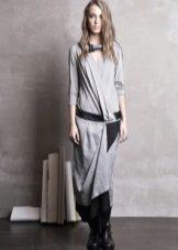 Lange grijze jurk met lage taille