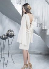 Dress with open back with a wide sleeve
