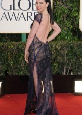 Dress with an open back and a slit from the red carpet