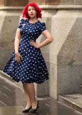 Pörröinen mekko 60-luvun tyyliin