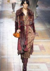 Boho-tyylinen jokapäiväinen mekko on ruskea