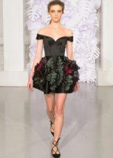 Trumpas suknelė su pūkuotu sijonu