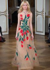 Slim evening dress na may print