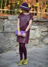 Maroon tights to dress