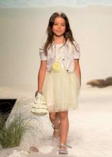 Vestido elegante de verão para meninas com uma saia fofa