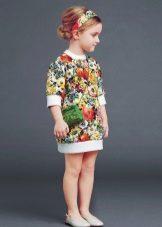Vestido de verão para uma menina de 4 anos
