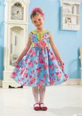Vestido de verão para uma menina de flor