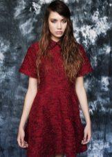 tummanpunainen tweed-mekko