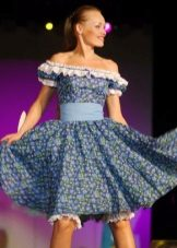 vestido feito de chita com uma silhueta voadora