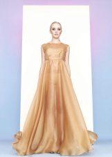 kultainen organza-mekko