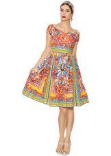 poplin-mekko koristeella