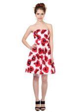 poplin-mekko punaisilla väreillä
