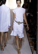 beyaz kısa elbise kemer