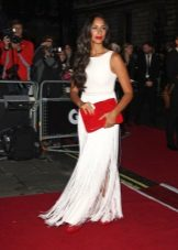 Beyaz elbise kırmızı debriyaj