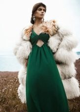 מעיל פרווה קצר לשמלה ירוקה ארוכה