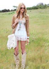 Bolsa para o vestido em um estilo country de rendas