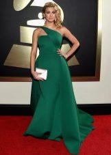 Embreagem para um vestido longo verde