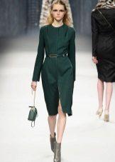 Sapatos cinza para vestido verde