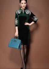 Bolsa azul para o vestido verde