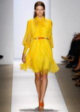 sarı elbise turuncu kemer