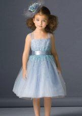 Moldura para o vestido de formatura no jardim de infância