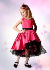 Vestido de formatura no jardim de infância vermelho