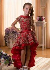 Frente curto vermelho do vestido de formatura do jardim de infância