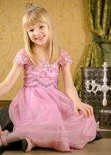 Vestido final no jardim de infância rosa com mangas