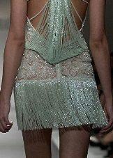 Apsiuvinėta suknelė