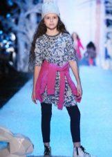 Camisola de vestido de inverno com uma estampa para meninas