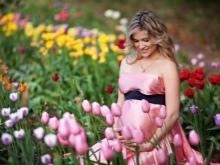 Рокля с отворени рамене за бременна