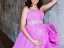 Mooie jurken te huur voor een fotoshoot van zwangere vrouwen
