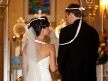 Šukuosenos galimybė vestuvių suknelei