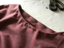 A ruhadarab varrása a ruhán - 4. lépés